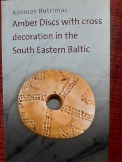 Amber discs with cross decoration in the South Eastern Baltic