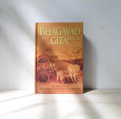 Bhagavad Gita as it is. (softcover book)